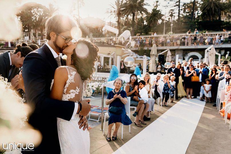Può baciare la sposa
