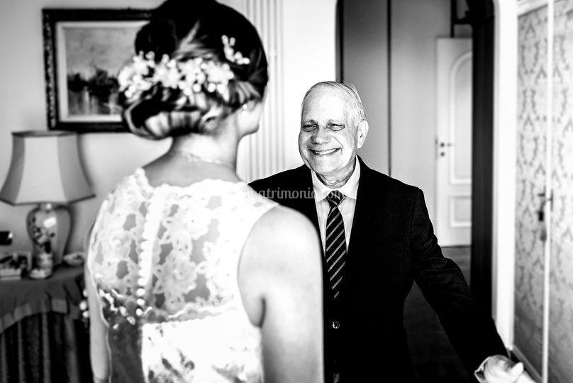 Emozione del papà della sposa.