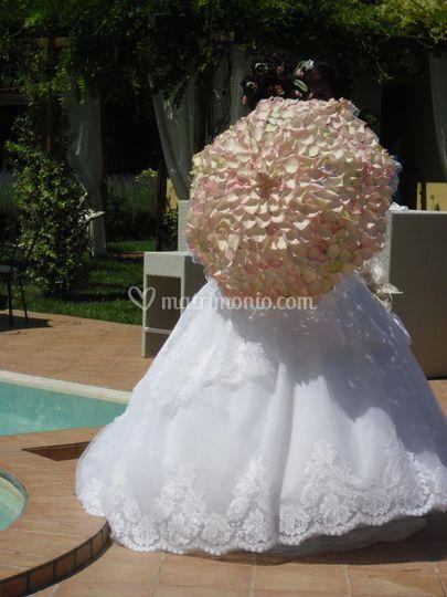 Ombrellino di petali di rose