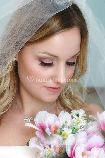 Sposa nature con ciglia finte