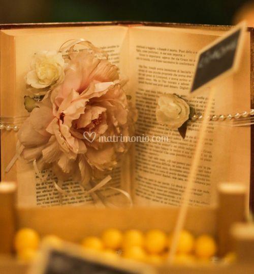 Decorazione libro vintage