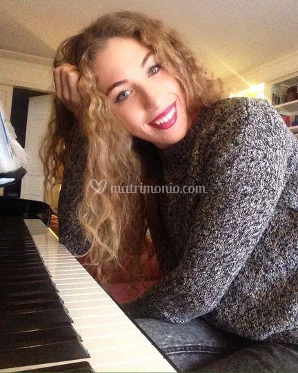 Sara al pianoforte