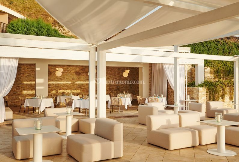 Lounge area in piscina