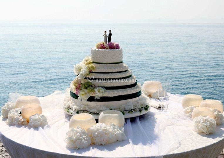 Taglio torta riva Lago