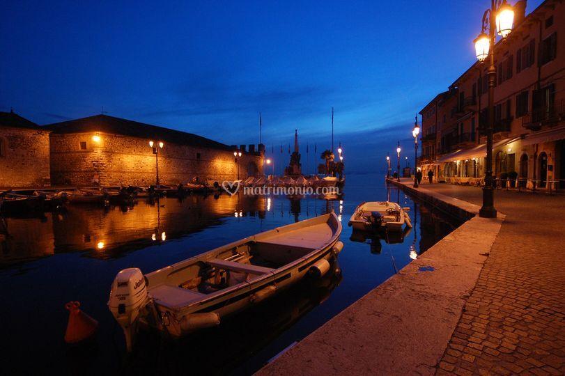 Il porto di Lazise con vista sulla Dogana Veneta
