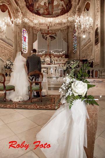 Insieme all'altare