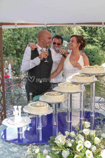Con sposi al tglio torta