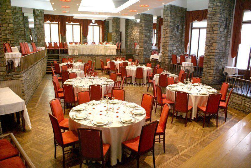 Salone tavoli rotondi