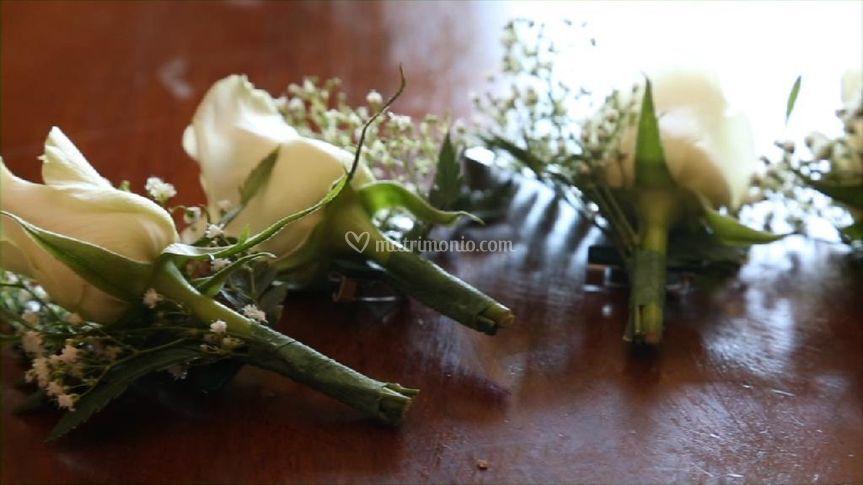 Decori rose e velo da sposa