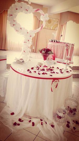 Tavolo sposi rosso/bianco