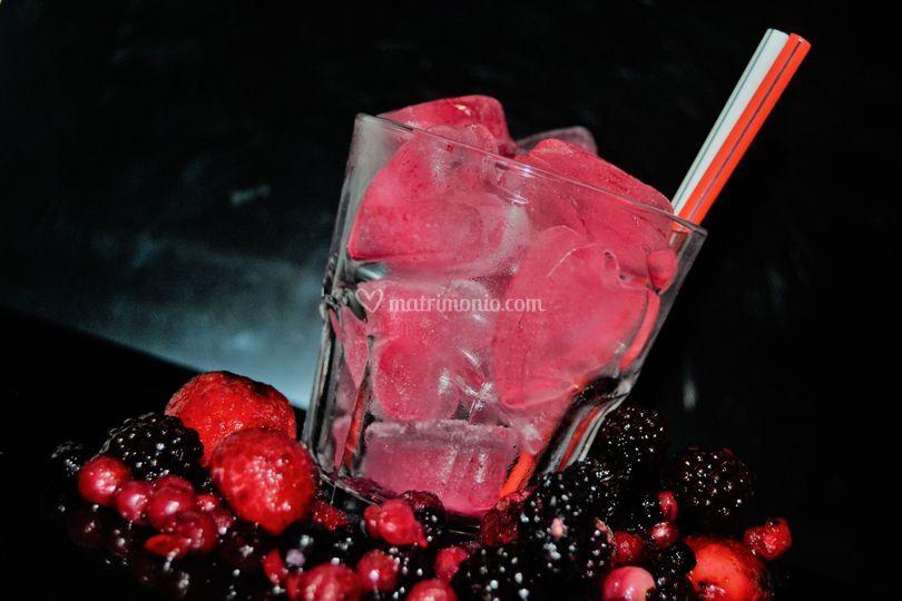 Cocktail con cuori di ghiaccio
