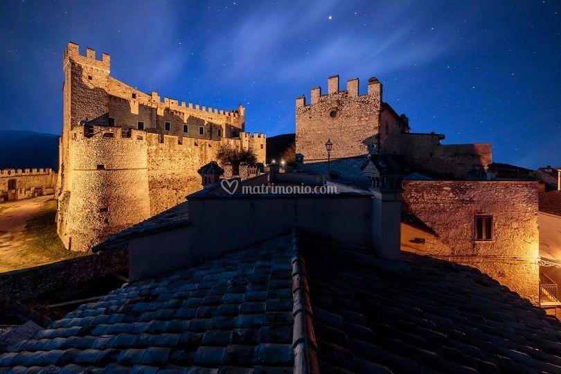 Vista notturna del castello