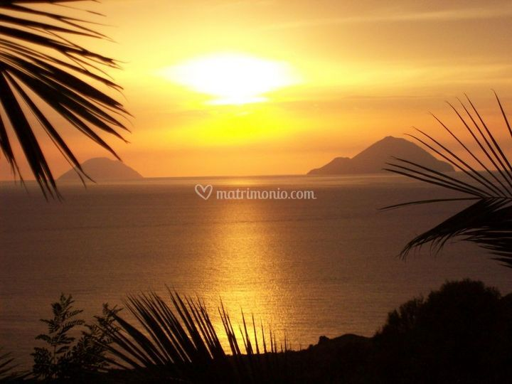 Tramonto sulle Isole Eolie dall'Hotel Viola