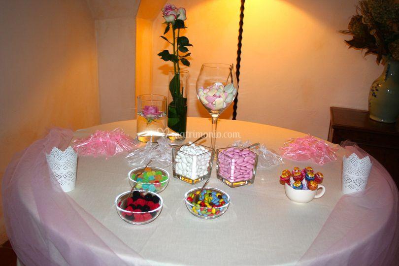 Tavolo confettata comunione di bomboniere e non solo foto