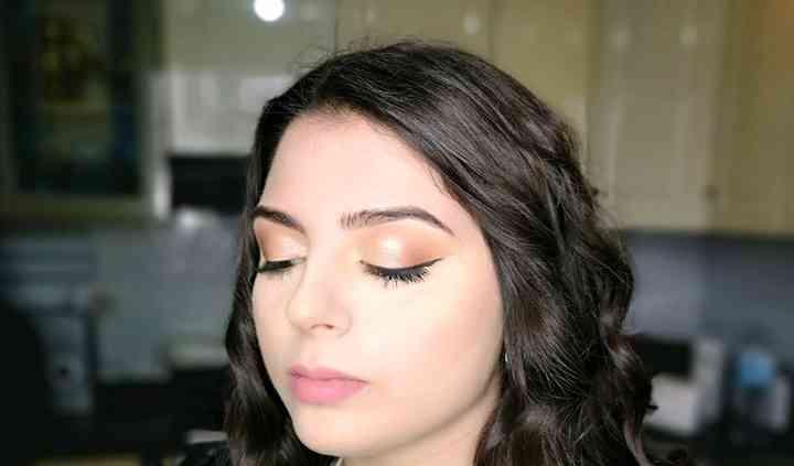 Eyeliner e labbra nude