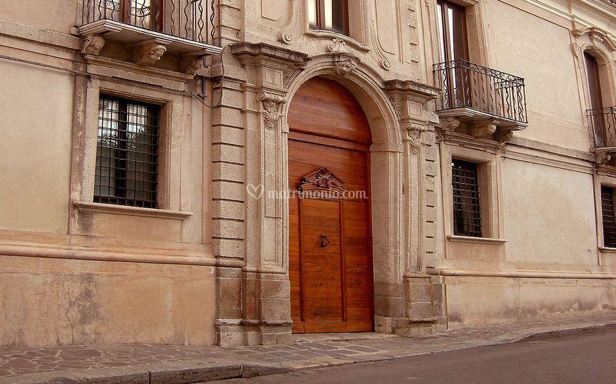 Il portale sec. XVII