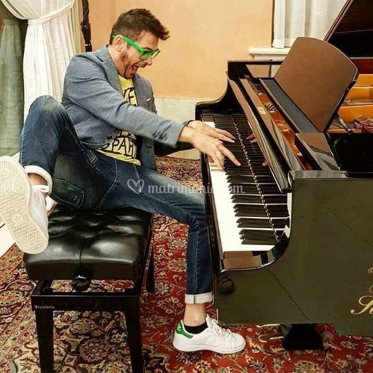 Max piano live show