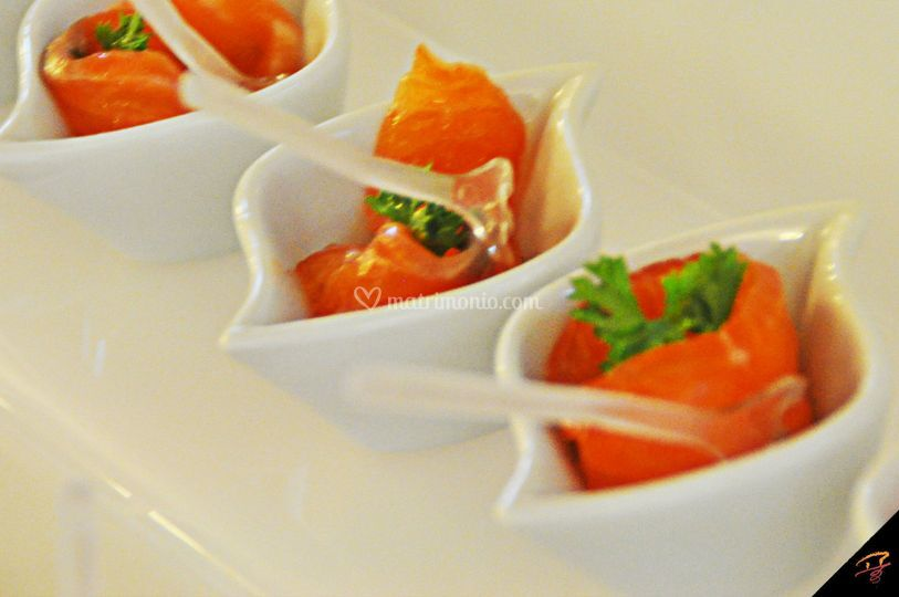 Finger food salmone marinato