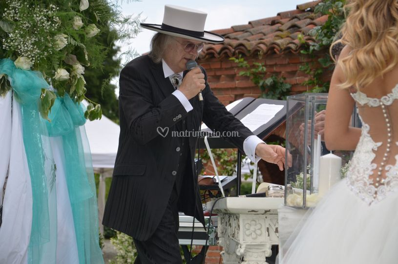 Matrimonio Simbolico Rito Della Luce : Il celebrante franco tosi