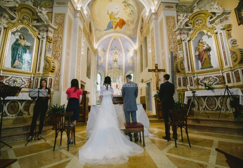 Matrimonio In Chiesa : Ubriaco irrompe in chiesa durante un matrimonio