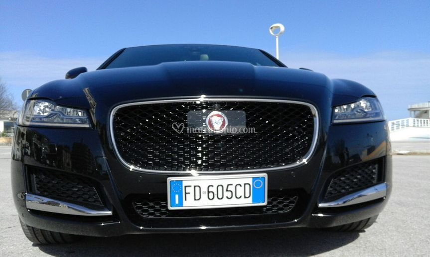 Jaguar XF anteriore