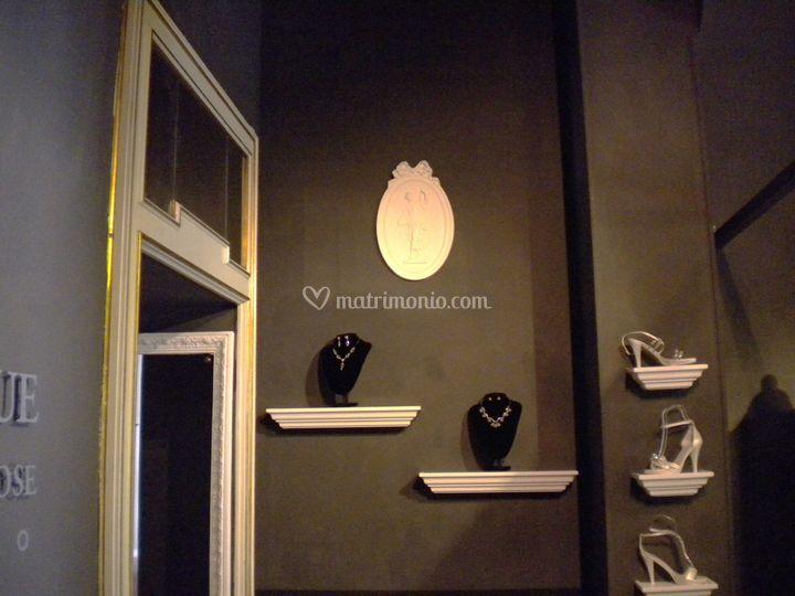 Ampia collezione di accessori, cappelli, calzature e bijoux