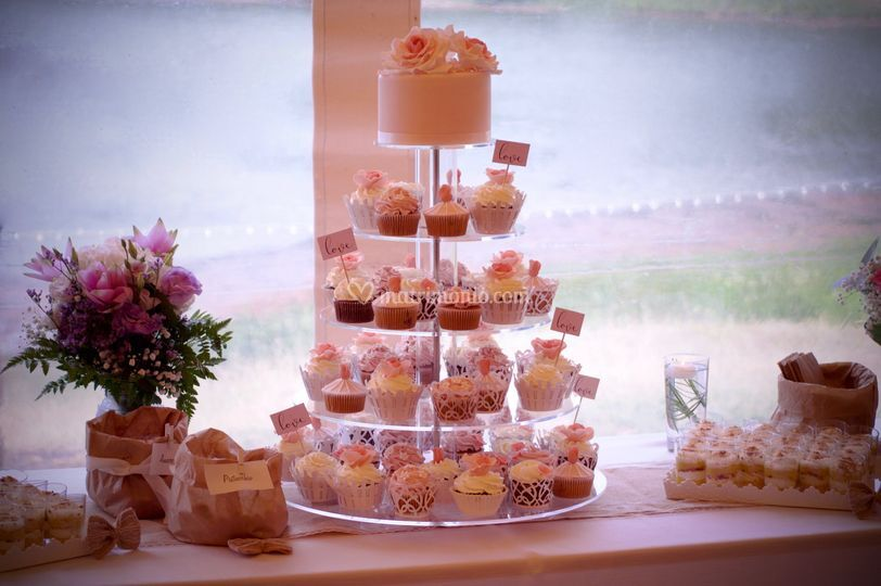 Cupcake & Rose tower