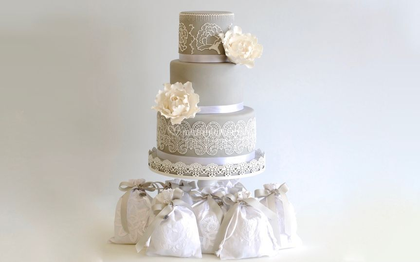 Lace&flower wedding cake