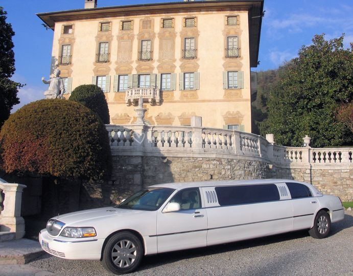 Limousine Lincoln bianca