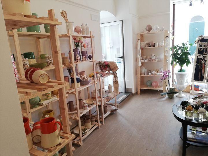 Interno negozio ceramiche