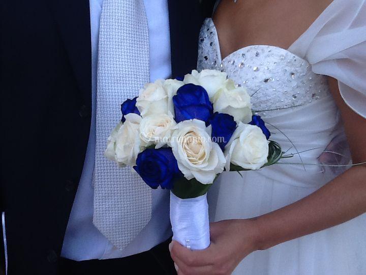 Rose bianche e bluette