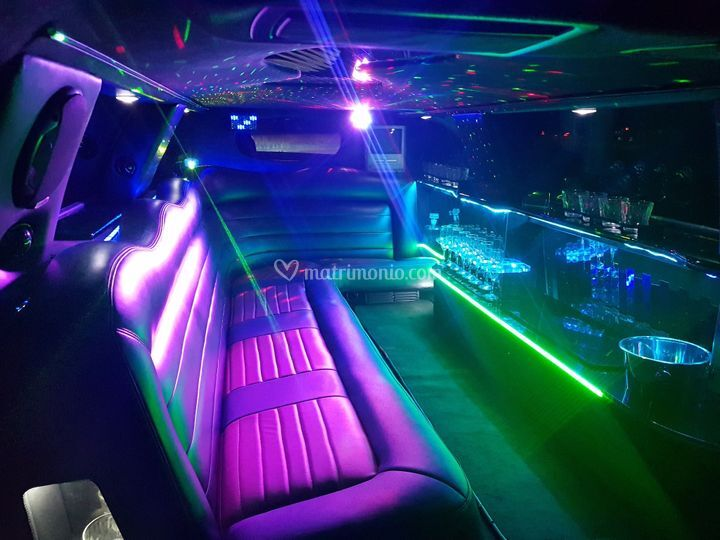 Limousine lincoln new