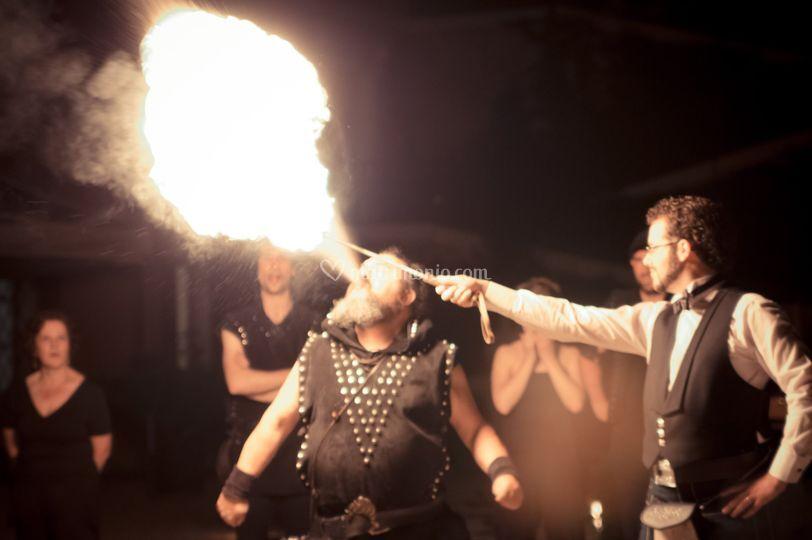 Finale fuoco e fiamme sposo
