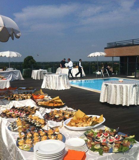 Buffet in piscina