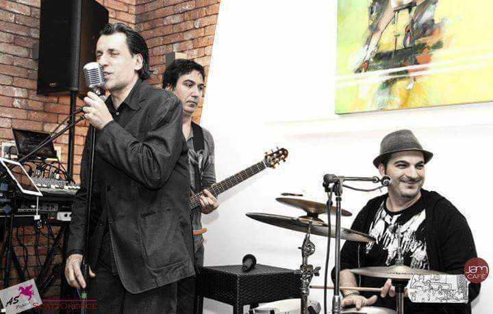 Con live band