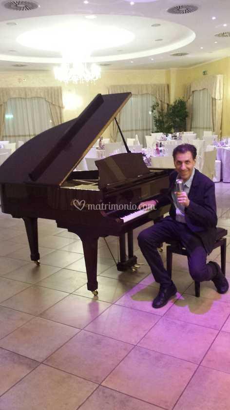 Piano bar soft swing louge