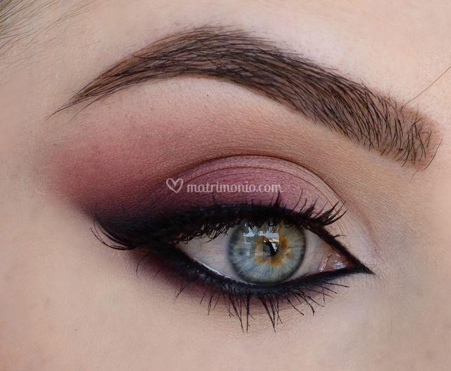 Burgundy Make-Up