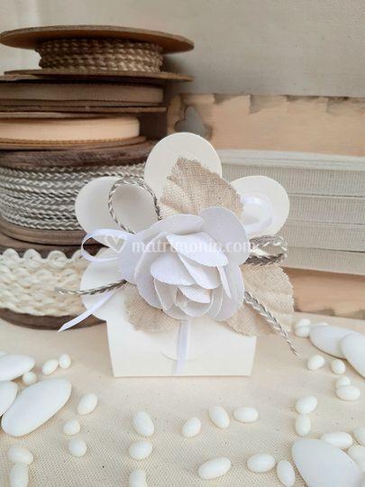 Scatolina fiore bianca