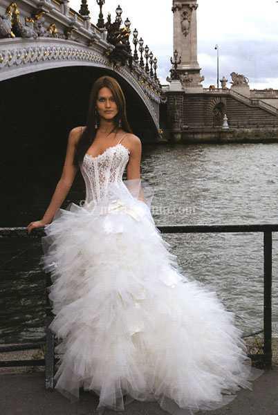 Vestiti Da Sposa Bianchi.Vestito Da Sposa Bianco Di Le Spose Di Claudia Foto 2