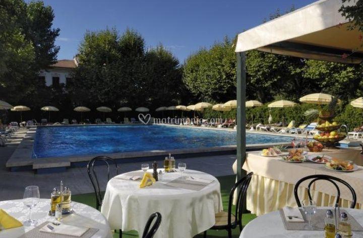 Bw premier collection grand hotel royal for Matrimonio bordo piscina