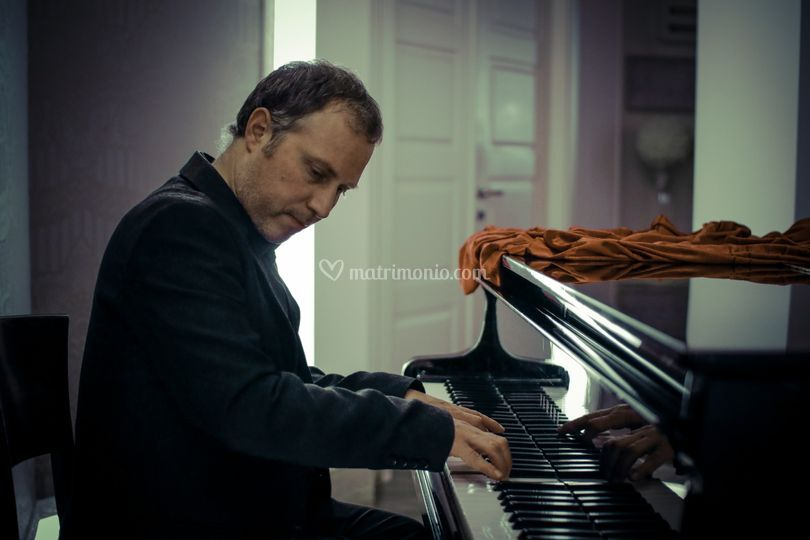 That's Amore Piano Player
