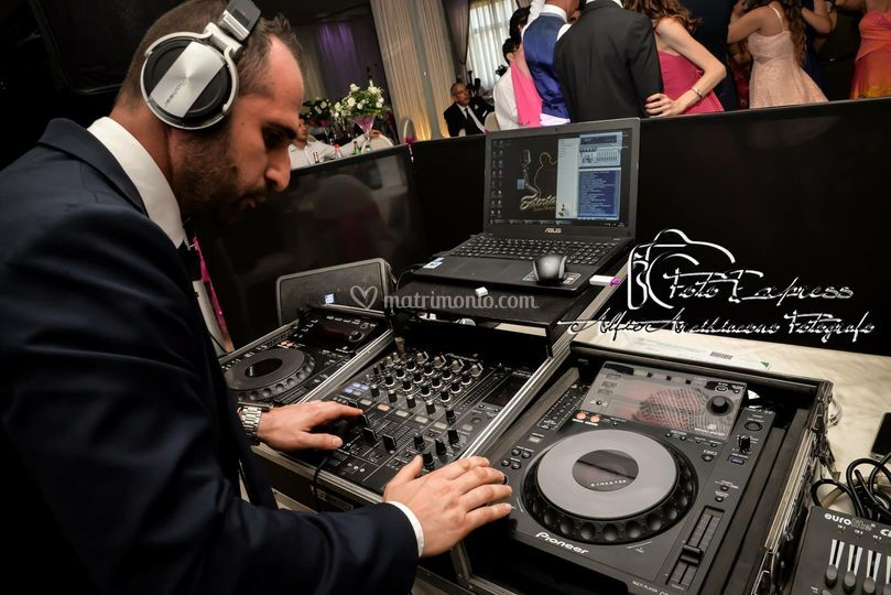 Dj master in consolle