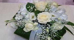 Composizione rose bianche