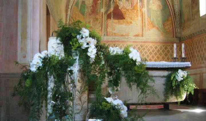 Addobbo floreale della chiesa