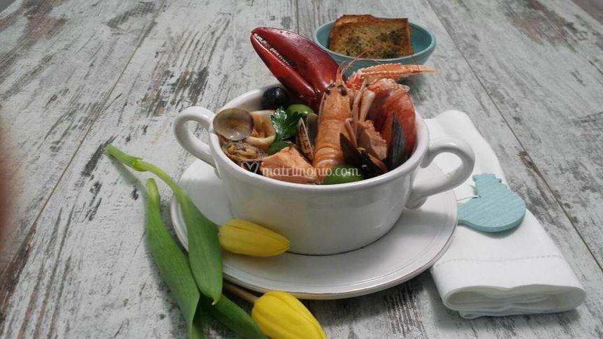 Presentazione zuppa di pesce