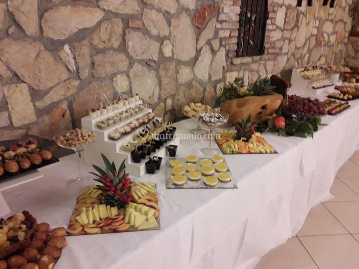 Degustazione di dolci e frutta