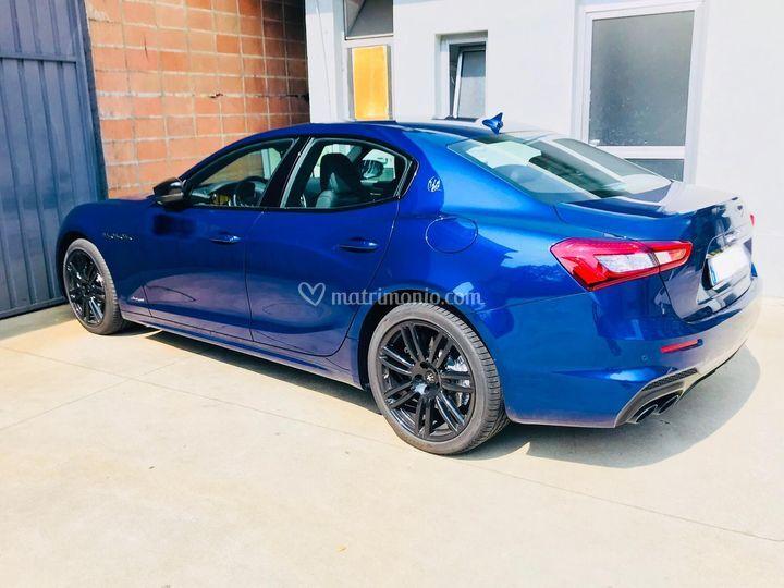 Maserati Ghibli blu elettrico