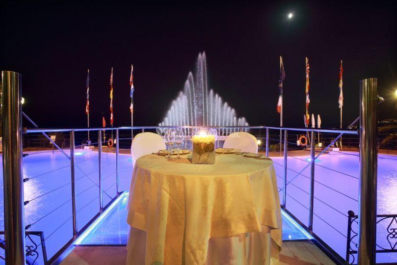 Tavolo sposi sulla piscina