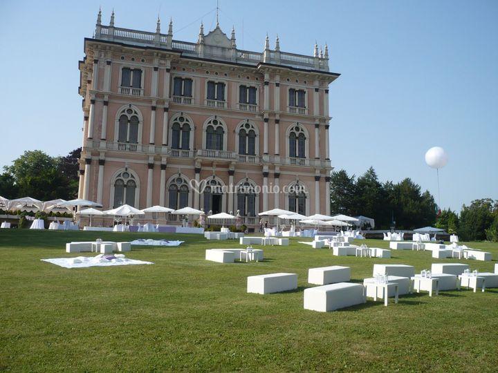 Prato fronte Villa
