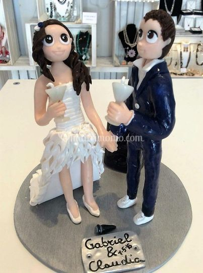 Cake topper dance and drink